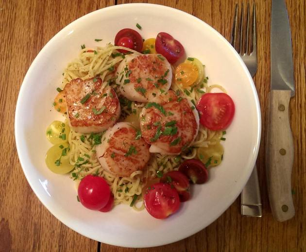 Sea Scallops (with Lemon Pepper Angel Hair Pasta and Cherry Tomatoes ...